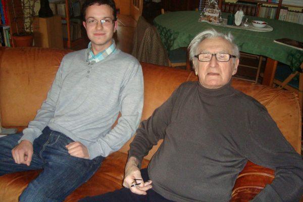 Profesor Dvořák se studentem Davidem Mikšou na návštěvě u syna Jana, Praha 18. listopadu 2012. Foto Alžběta Dvořáková