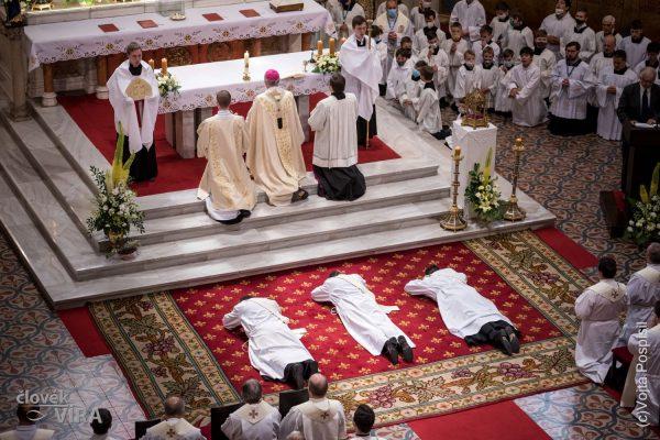 200627 kněžské svěcení 09