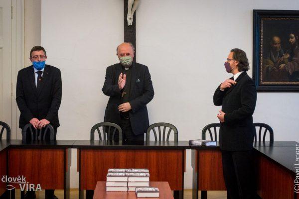 201007 kniha Rytíři dámy poutníci 05