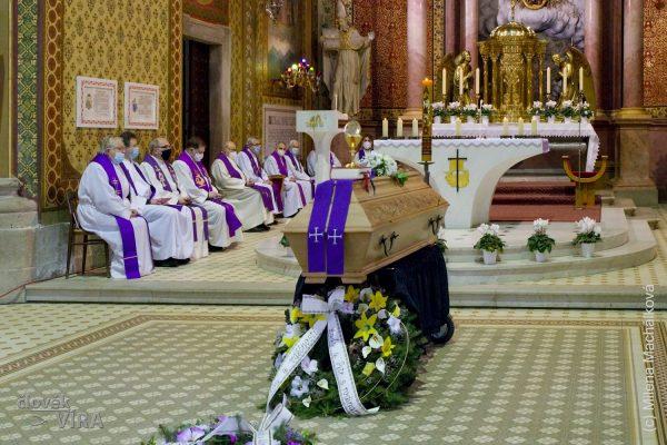 210210 pohřeb Peroutka 01