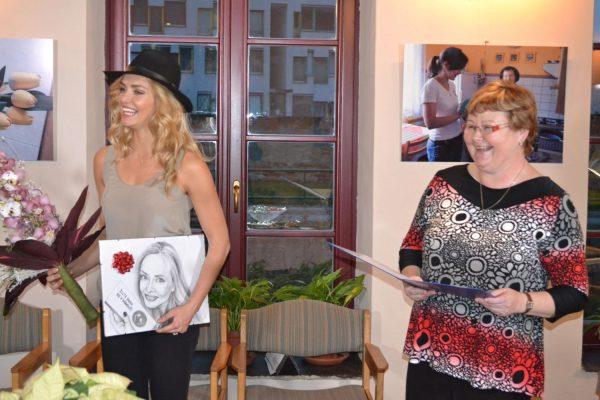 Výstava na podporu charitní pečovatelské služby – host Taťána Kuchařová z Nadace Krása pomoci, která Charitu Šternberk dlouhodobě podporuje